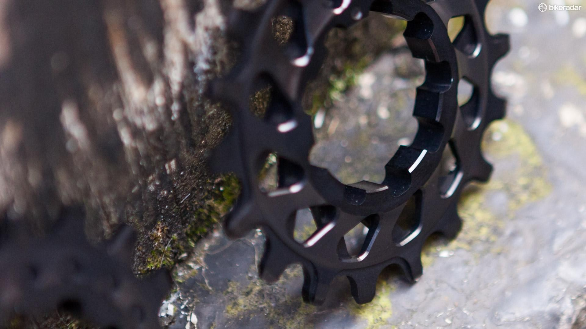 The 7mm wide base helps prevent freehub body indentations