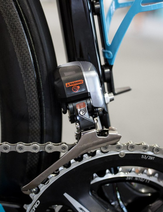 Shimano's 9070 Di2 front derailleur provides for ultra reliable front shifting, even combined with FSA cranks