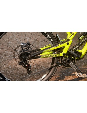 A high pivot point increases the anti-squat coming from the driving force, while an idler pulley minimises pedal kickback