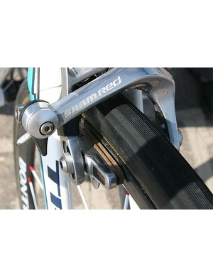 Of course, carbon wheels require special brake pads , in this case cork units from Bontrager.