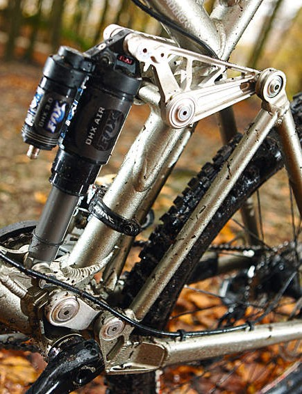 The legendary DW Link rear suspension is awesome as ever