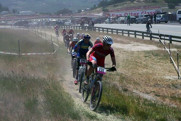 Kenda rider Amanda Riley (R) leads a chase group through the blowing dust at Sea Otter 2008.