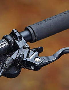 Our first experience with Shimano's new cheap brakes was marked by wooden feel, low power and short lifespan