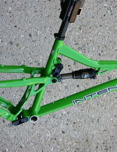 Claimed frame weight is a versatile 5.7lb.