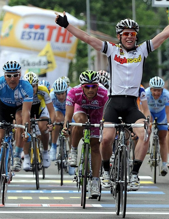 Cavendish wins his third and final stage of the 2008 Giro d'Italia.