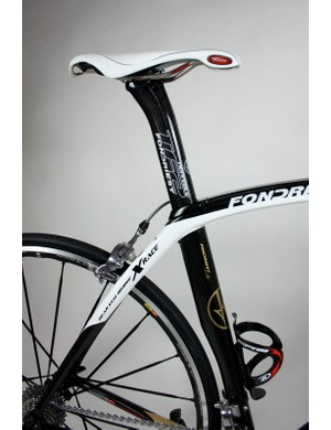 From a distance the TF2 appears to feature an integrated seatpost,  but it actually features a seperate aero seatpost with an identical profile to the seat tube