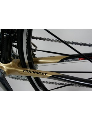 Oversized chainstays carry the stiffness of the front triangle out to the back wheel