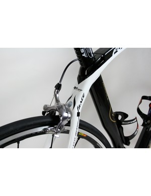 The lines of the top tube are continued in the single monostay that reinforces the rear end