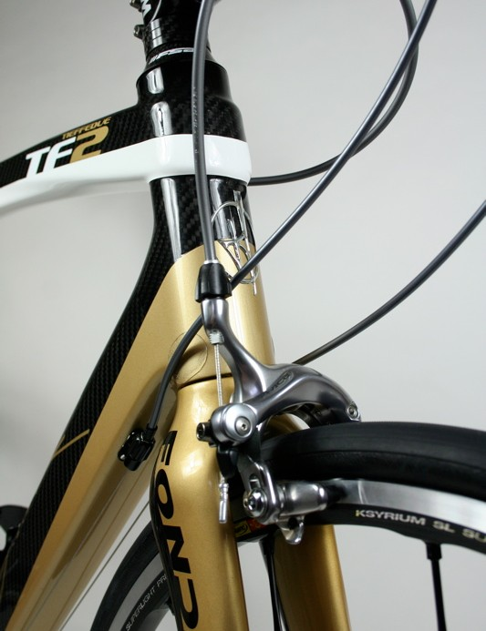 The top tube wraps around the head tube to provide more reinforcement against flex