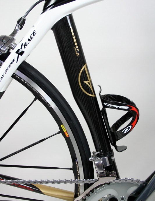 The aero section seat tube has a cutaway to allow space for the rear wheel