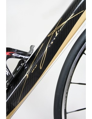 Interestingly, Fondriest has decided to put his (mostly illegible) signature on the massive down tube instead of the more usual graphics