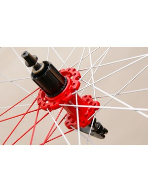 The rear hub uses DT Swiss star ratchet internals and both wheels use straight-pull spokes all around.