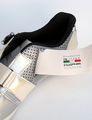 When Vittoria says these are 'Produced in Italy' it means it. Everything in the shoe – even the carbon plate – is either produced in-house or by a nearby facility