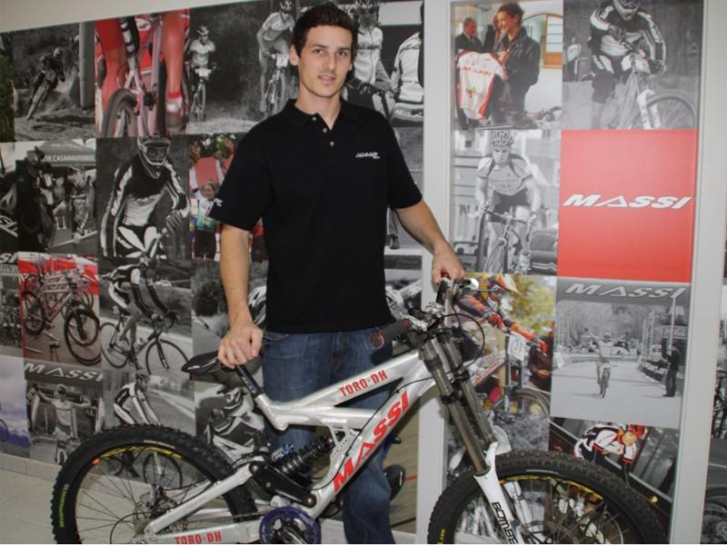 Bernat Guardia has signed with Massi