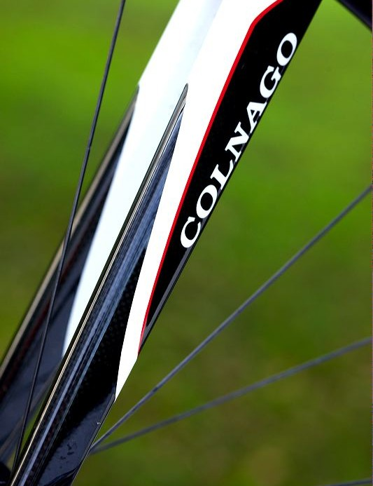 Carbon-bladed straight fork has little clover leaf indentations up by the crown – classy little features rather than in-your-face shouty ones.
