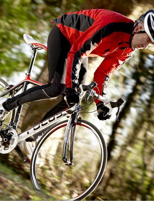 Sexy not flexy, the Cayo is stiff as anything, turning all your pedalling effort into road speed