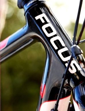 High quality unidirectional carbon frame built to a race-orientated geometry with stiff, oversized tubing.