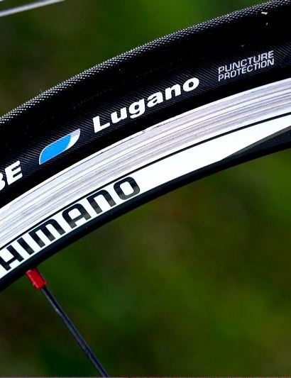 Shimano WH-RS20 wheelset paired with Schwalbe Lugano tyres.