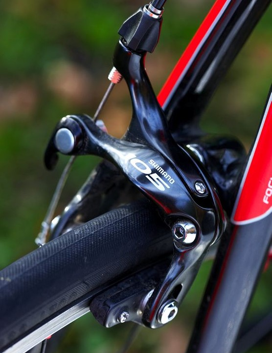 Shimano 105 kit provides slick and dependable performance at a reasonable weight – great value for money.