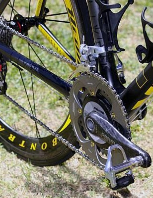 A SRAM Red crankset fitted with an SRM