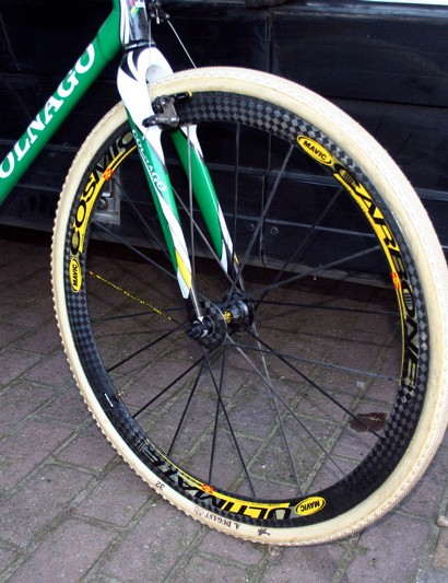 In 2008, Landbouwkrediet-Tonnisteiner spun on Mavic and Nys raced on the top Cosmic Carbon Ultimate wheels