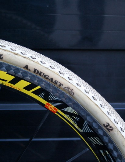 Like many of the top cyclo-cross racers, Nys uses tubular tyres from Dugast