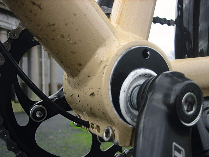 Chain tensioning for the hub models is via the eccentric bottom bracket.