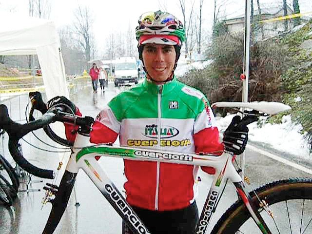 Fontana teams up with his machine before a race start in his coveted Italian national champion jersey