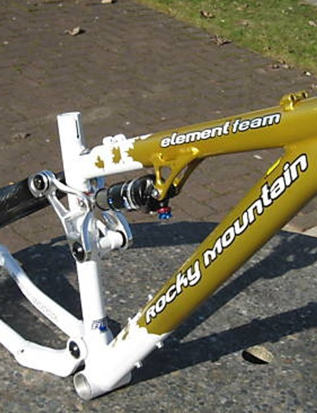 A custom-painted Rocky Mountain Classic Element Team frame is up for grabs in an online auction