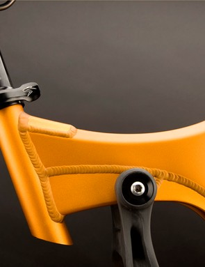 The abbreviated seat tube still allows for 7