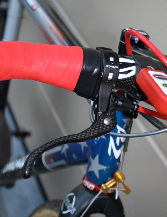 Top-mount levers provide an extra braking position in technical situations