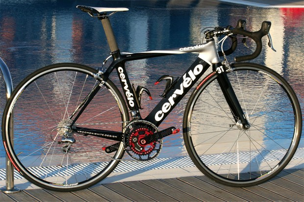 2008 Tour de France winner Carlos Sastre has finally made the switch to an aero-tubed frame with the new Cervélo S3