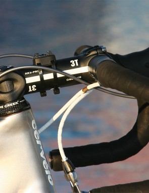 Sastre's traditional-bend 3T Rotundo Pro bars are held by a 3T ARX Pro stem