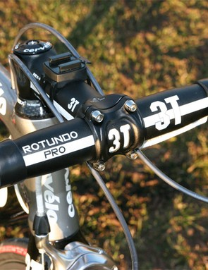 Like many pro riders, Sastre still prefers aluminium bars instead of carbon