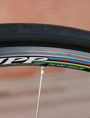 The Zipp Team Issue's relatively shallow aluminium clincher rims aren't terribly aerodynamic but their reliability and soft ride are good things to have for training