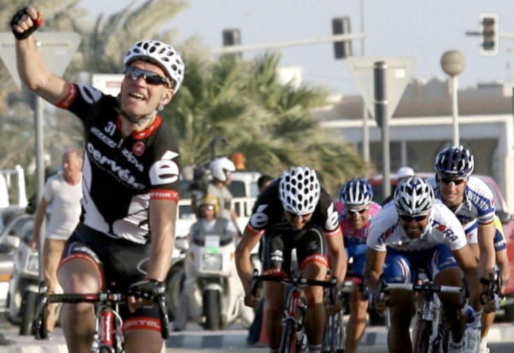 Britain's Roger Hammond (L) punches the air in triumph as he crosses the finish line in first position to win the second stage of the Tour of Qatar cycling race in Al-Khor, north of the capital Doha, on February 2, 2009.