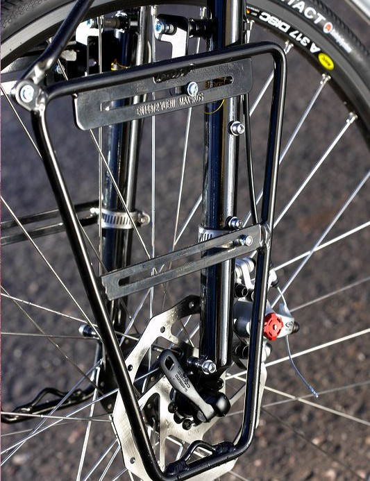 The handling belies the heavyweight frame and fork combo and feels pleasingly sharp.