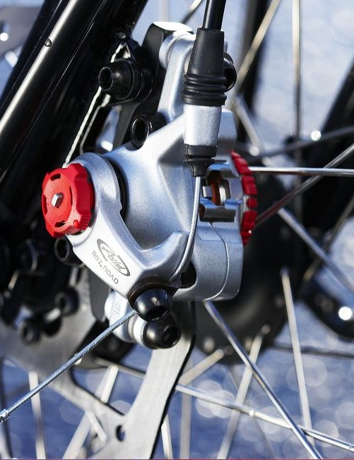 Avid cable discs offer great stopping power – once they've bedded in after a few rides and braking doesn't depend on the condition of your rims.