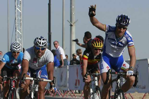Tom Boonen of Belgian QuickStep team (R) raises his hand after winning Stage 3 of the Tour of Qatar in Doha, on February 3, 2009.