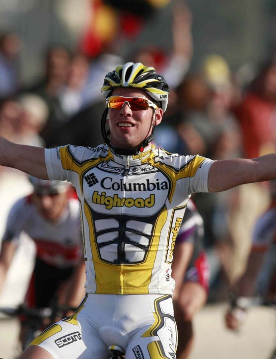 Team Columbia's Mark Cavendish wins the final Stage 6 of the 2009 Tour of Qatar, his second of the race.