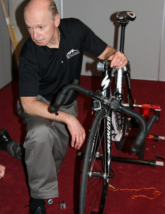 Andy Pruitt makes an adjustment to Lars Bak's bike. The Specialized stems contain an ingenious asymetrical shim which allows a wide range of angles