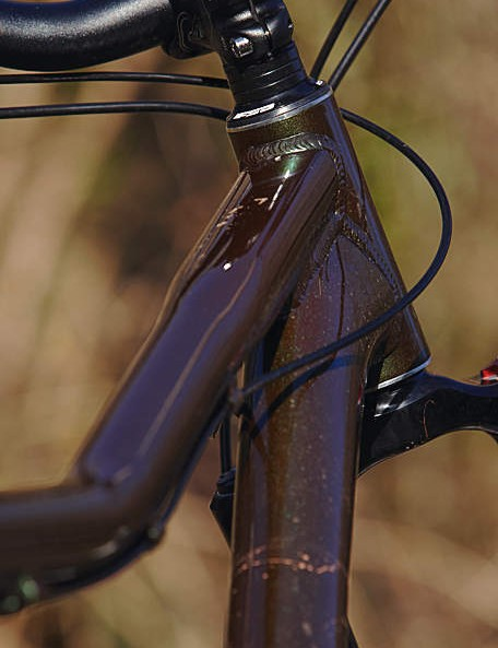 Kona have played it clever, offering a great range of sizes where the only substantial difference is in top tube reach – 22in on the 14in, 23in on the 16in, 24in on the 18in, 25in on the 20in and 26in on the 22in frame.
