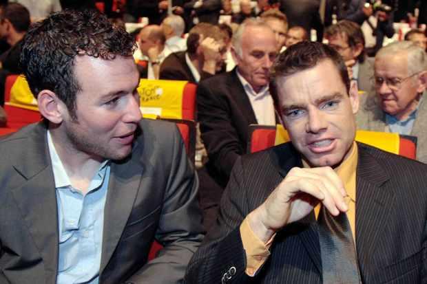 British sprint sensation Mark Cavendish (L) speaks with two-time Tour de France runner up at the 2009 Tour route launch last October 22 in Paris.