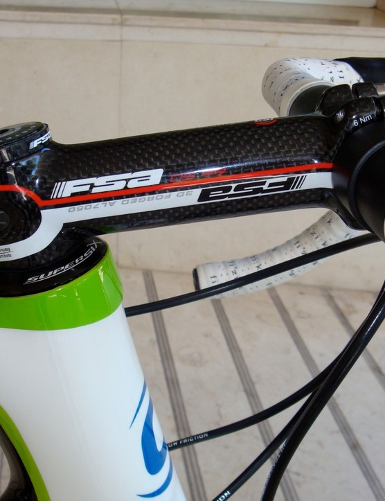 Cannondale has added material to the back of the head tube and made the ends of the tube flush with the top tube and down tube, apparently in a move to increase front end stiffness.