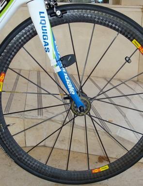 The Mavic Cosmic Carbone Ultimate front wheel uses a versatile 40mm-deep rim profile.