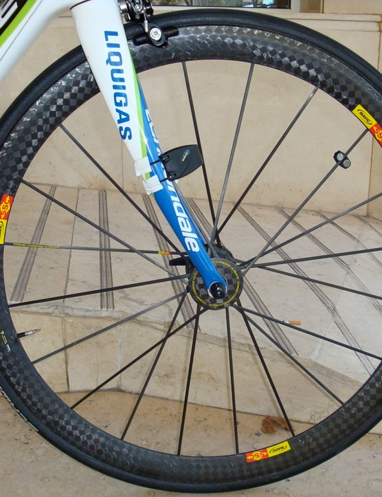 The Mavic Cosmic Carbone Ultimate front wheel uses a versatile 40mm-deep rim profile.