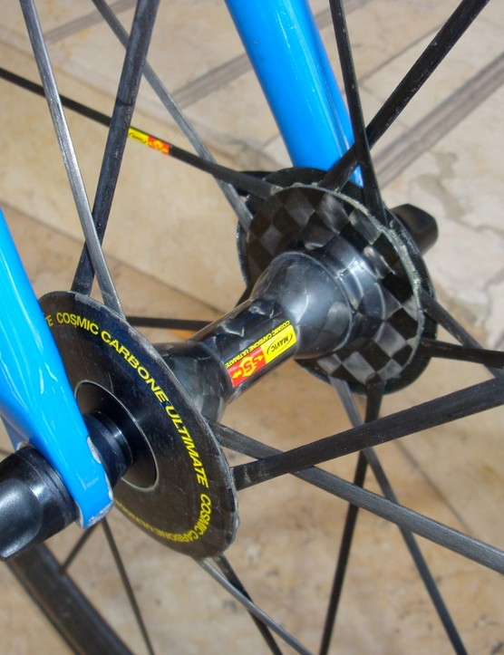 The front hub shell is all carbon fibre.