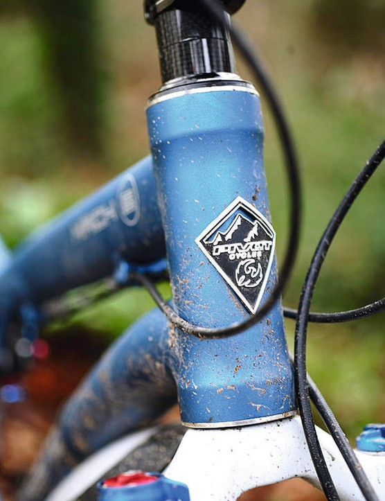The minimal stack headset and short head tube create a very low front end