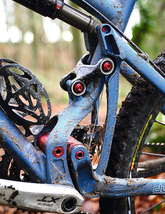 The Pivot manages the rare combination of a DW-Link and some good mud clearance
