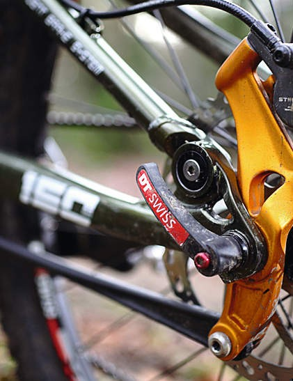 Merida's all-new fl oating disc brake system in full flow